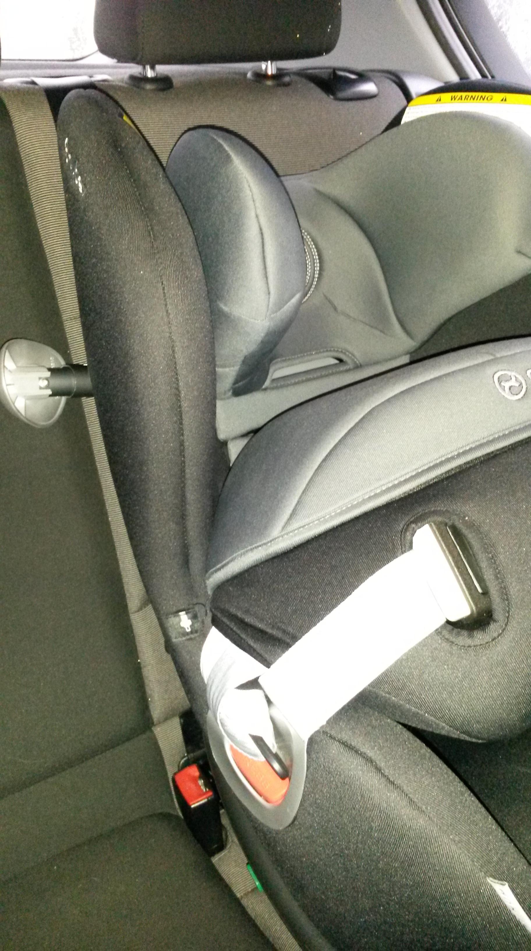 premier siège auto de sécurité face à l'installation de stratifié
